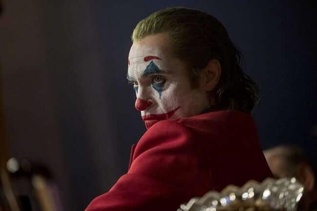 На фото изображен красивый Джокер.