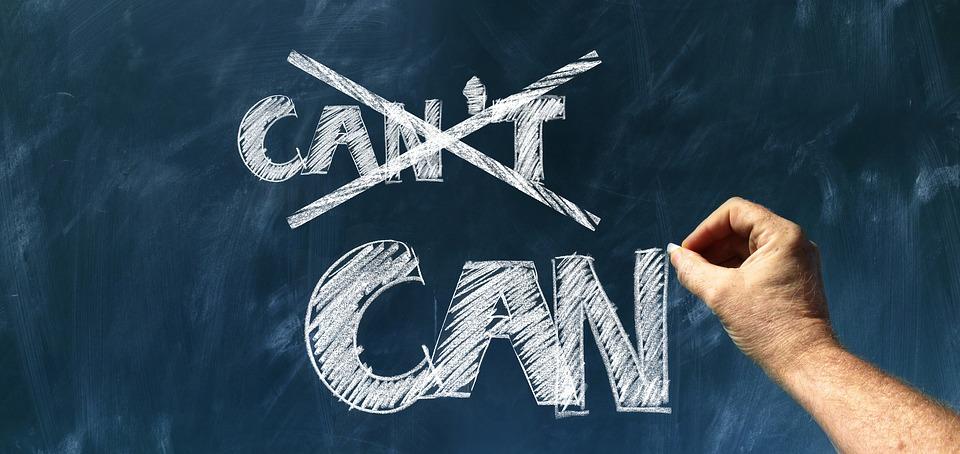 "На фото изображено зачеркнутое слово ""can't"" и написанное слово can."