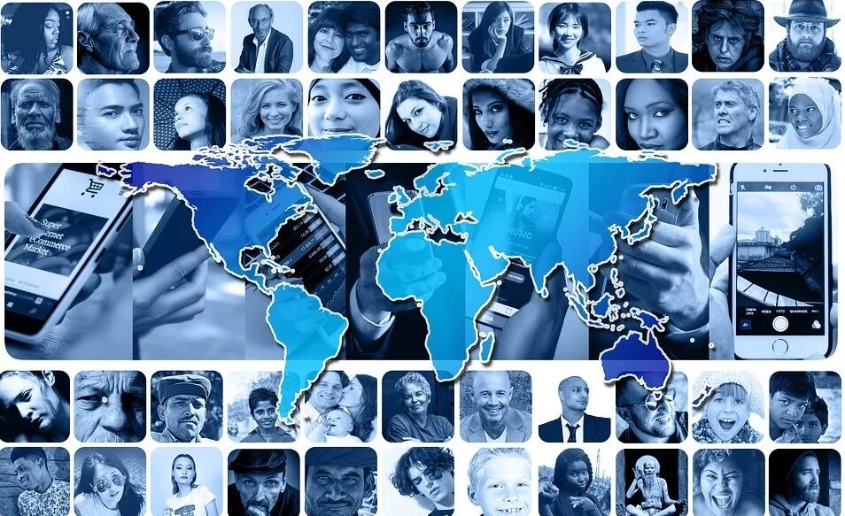 На фото люди со всего мира.