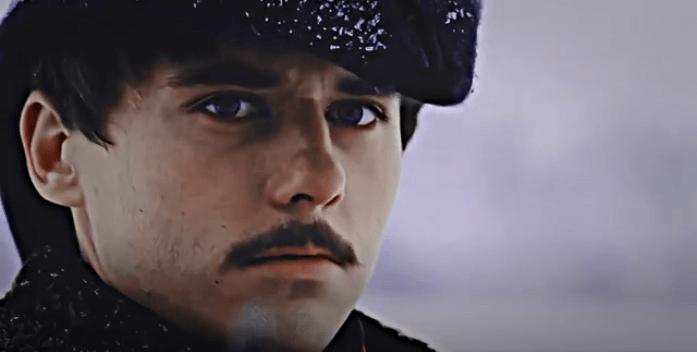 На фото изображен персонаж Григория Печорина.