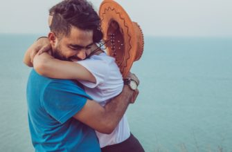 Пара в объятиях. Где найти красивые цитаты о верности и любви.