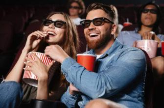 Пара смеется в кинотеатре. Какие есть смешные цитаты из фильмов про любовь.