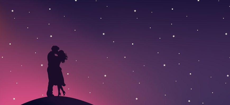 Силуэт целующейся пары на фоне звезд. Где найти красивые цитаты про звезды и любовь.