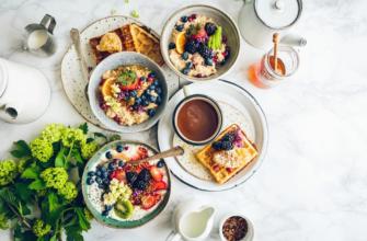 Завтрак на столе. Какие есть цитаты про еду со смыслом.