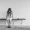 Печальная девушка сидит на скамье. Какие есть цитаты про разочарование в человеке.